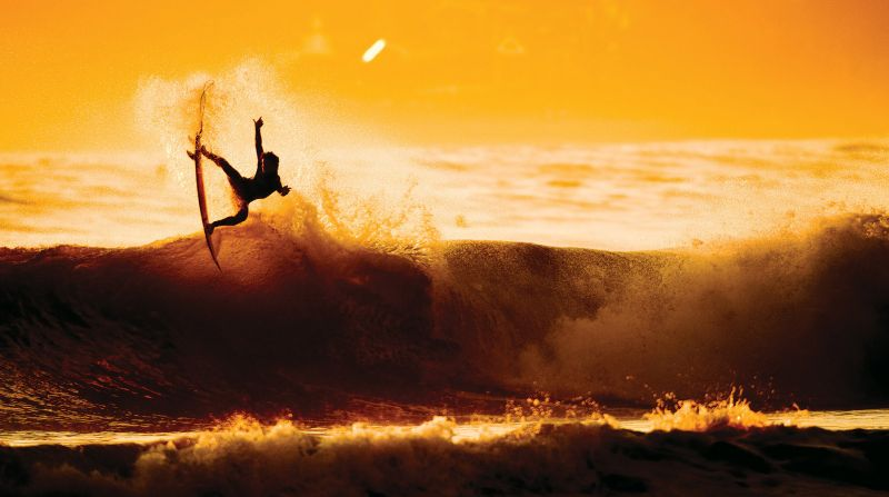 Surga para peselancar . Pantai Lakey yang berombak kidal   okezone.com
