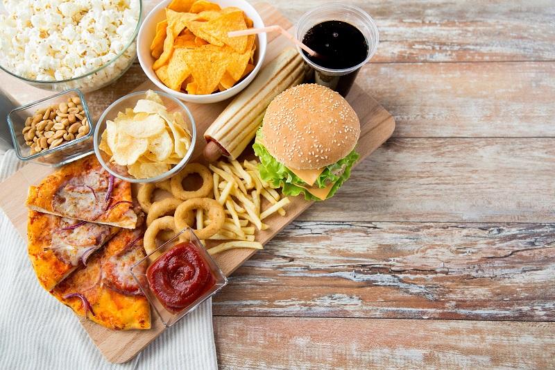 https: img.okezone.com content 2017 08 29 481 1765707 ada-label-kalori-di-menu-makanan-gaya-hidup-jadi-lebih-sehat-vzgaQDKPYe.jpg
