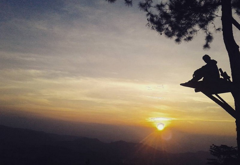 https: img.okezone.com content 2017 08 30 406 1766089 uncover-indonesia-bantir-hills-lokasi-berburu-indahnya-senja-di-semarang-yang-sedang-hits-cYByuQnJD5.jpg