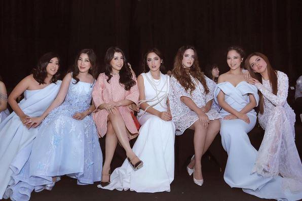 https: img.okezone.com content 2017 08 31 33 1766685 tak-hanya-kongkow-girls-squad-punya-agenda-spesial-arisan-hingga-fashion-show-uZ3cNzo1Ma.JPG