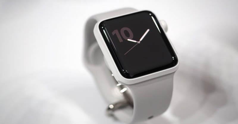 https: img.okezone.com content 2017 09 03 207 1768450 saling-sikut-nih-sengitnya-persaingan-xiaomi-dan-apple-di-pasar-wearable-HyRM19N8gK.jpg
