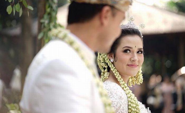 https: img.okezone.com content 2017 09 04 33 1769101 move-on-dari-pernikahan-yaya-hamish-kini-tagar-dear-raisa-menggema-di-dunia-maya-ZLXWdlC2o3.JPG