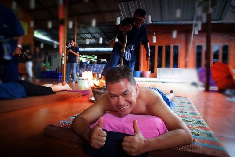 https: img.okezone.com content 2017 09 05 406 1769723 yam-khang-thailand-seni-pijat-relaksasi-dari-kaki-api-hmA827N2Uj.JPG