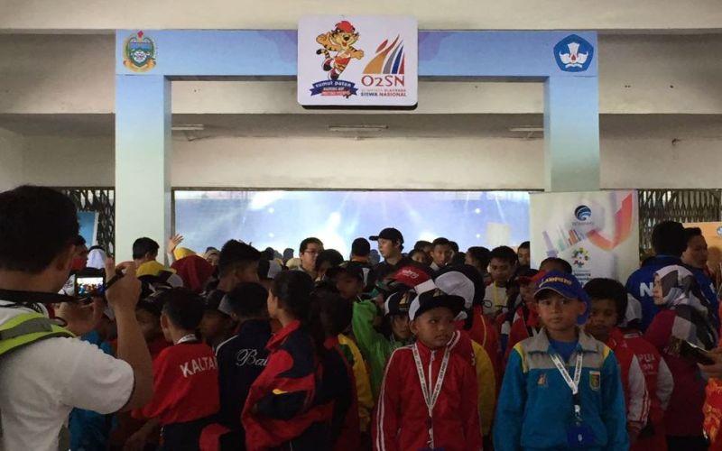https: img.okezone.com content 2017 09 06 65 1770463 mantap-1-904-pelajar-ikuti-ajang-olimpiade-olahraga-siswa-nasional-2017-t0O31OIB4m.jpg