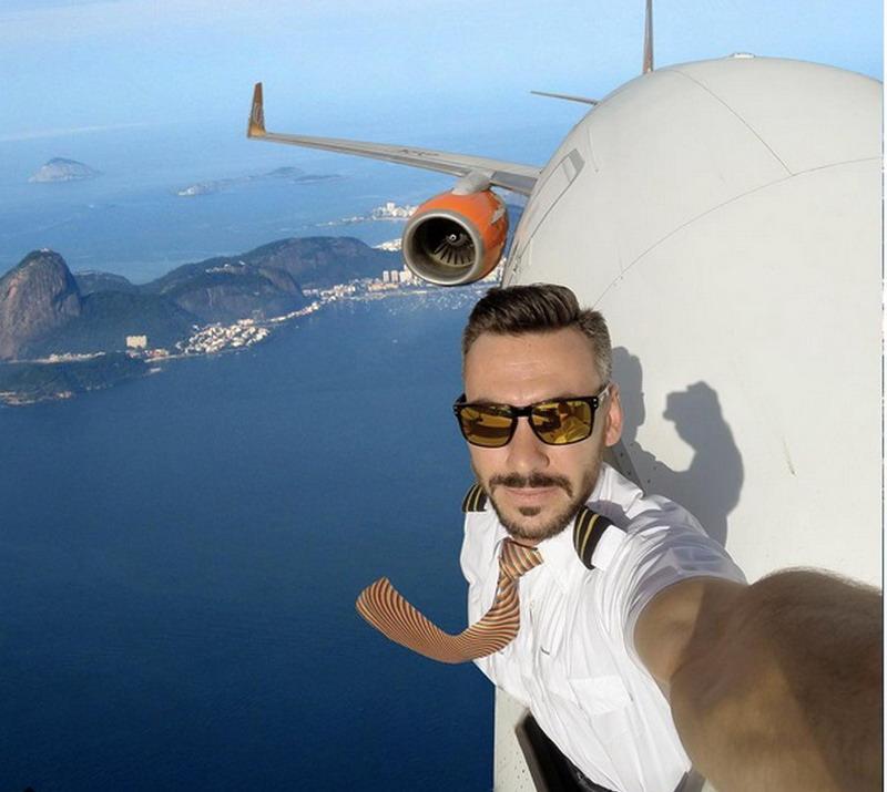 https: img.okezone.com content 2017 09 07 406 1771018 foto-foto-selfie-pilot-dengan-kepala-keluar-jendela-di-atas-langit-dubai-lihat-rahasianya-aimUnoKfRk.jpg