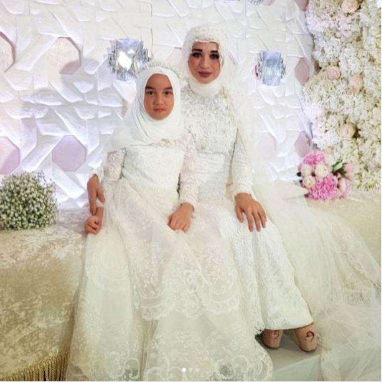 https: img.okezone.com content 2017 09 08 194 1772271 kecewa-lihat-make-up-laudya-cynthia-bella-di-hari-pernikahan-netizen-tak-cantik-rasanya-nDaKDJLael.jpg