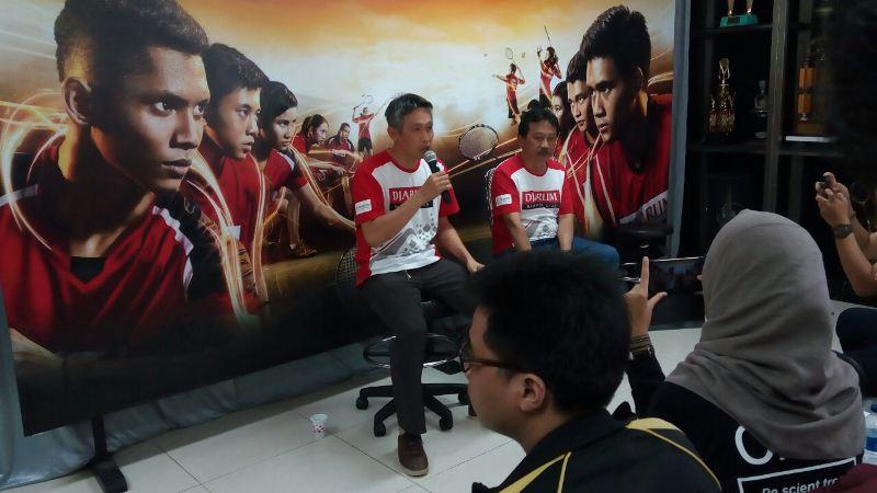 https: img.okezone.com content 2017 09 09 40 1772670 hari-olahraga-nasional-fung-permadi-berharap-bulu-tangkis-indonesia-kembali-dominasi-dunia-mVQorOK67d.jpeg