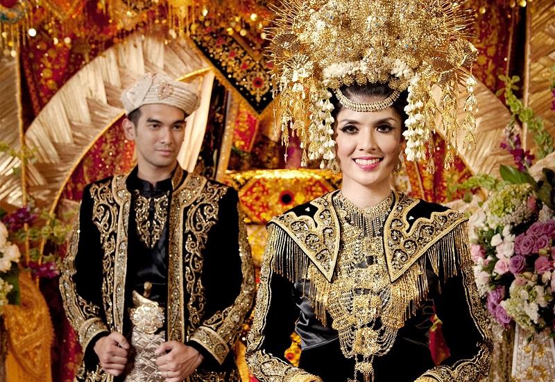 okezone week end atribut busana pengantin khas minang yang terkenal megah