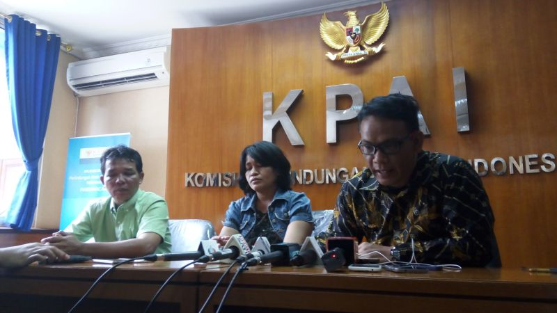 Orangtua Debora bersama kuasa hukum memberi klarifikasi terkait pernyataan RS Mitra Keluarga (Foto: Rizky/Okezone)