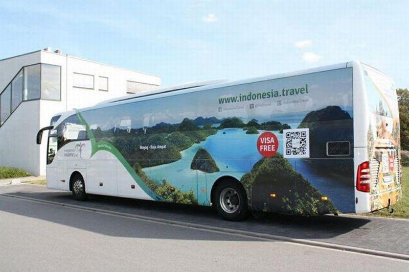 https: img.okezone.com content 2017 09 12 406 1774029 keren-bus-wisata-wonderful-indonesia-keliling-kota-paris-fGCp2NcSXu.jpg