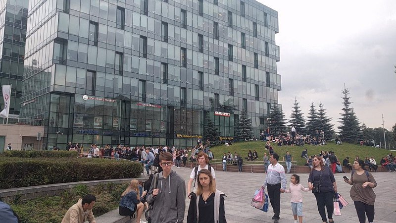 https: img.okezone.com content 2017 09 13 18 1775388 muncul-ancaman-bom-secara-simultan-puluhan-ribu-warga-moskow-dievakuasi-MnpDJvSee0.jpg