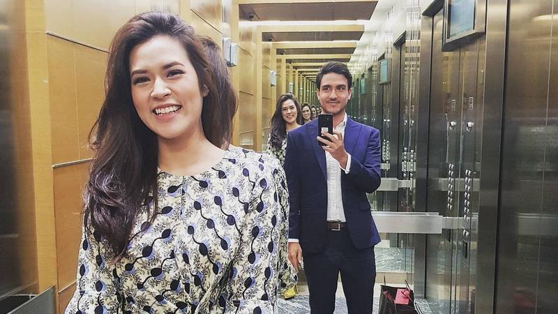 https: img.okezone.com content 2017 09 13 33 1775028 selesai-jalani-rangkaian-pernikahan-raisa-hamish-nikmati-momen-bulan-madu-PlWCEZfRed.jpg