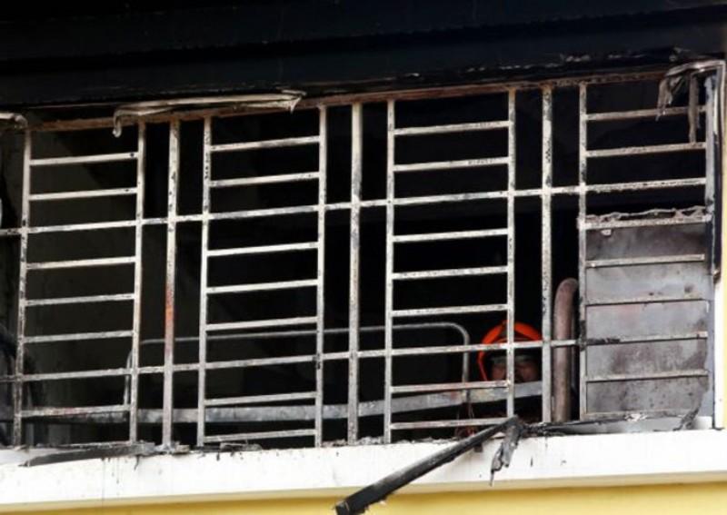 Teralis yang mencegah korban keluar dari dalam kamar yang terbakar di Madrasah Darul Quran Ittifaqiyah. (Foto: The Star)