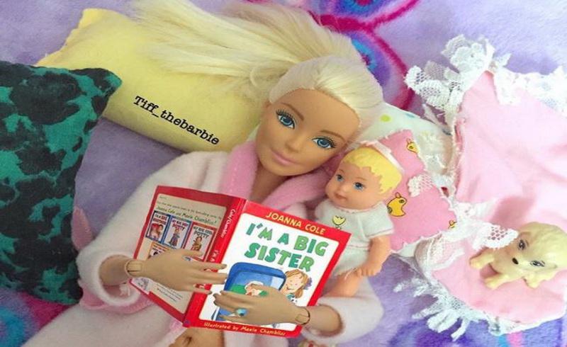 https: img.okezone.com content 2017 09 14 196 1775590 barbie-si-gadis-cantik-kini-bertransformasi-menjadi-millenial-mom-s-nih-foto-fotonya-DADTerA7ts.JPG