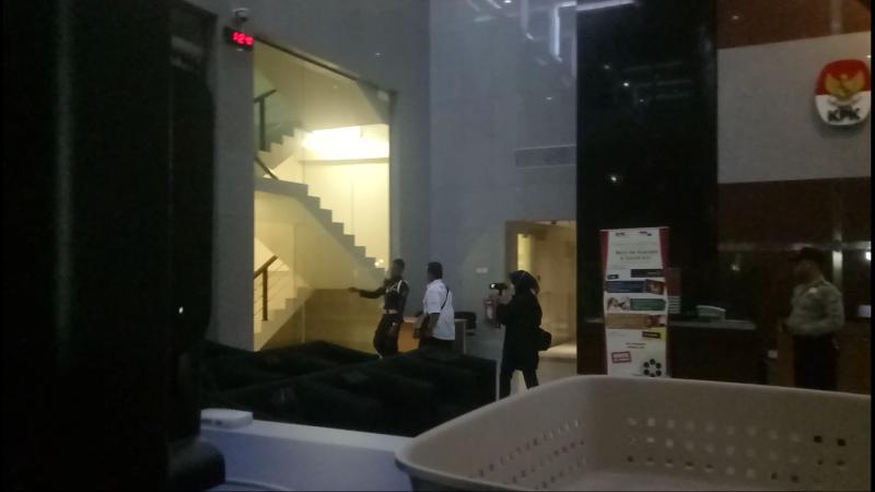 Bupati Batubara tiba di KPK. (Puteranegara/Okezone)