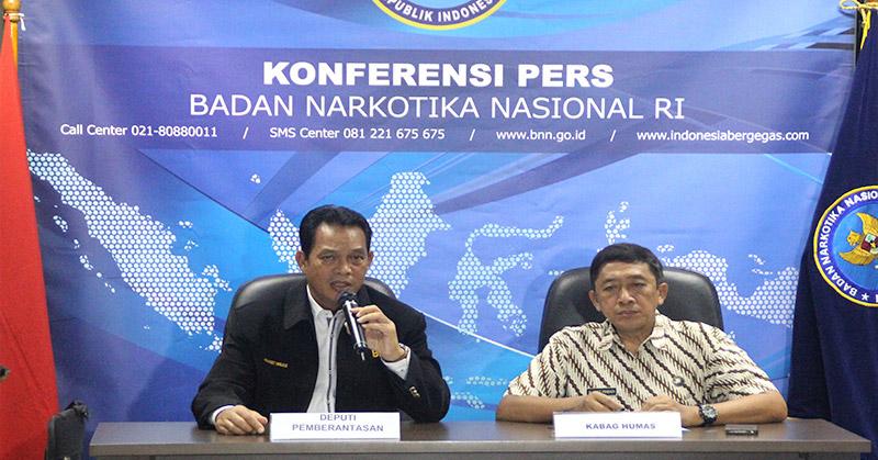 Deputi Pemberantasan BNN Irjen Arman Depari (kanan). (Foto: Antara)