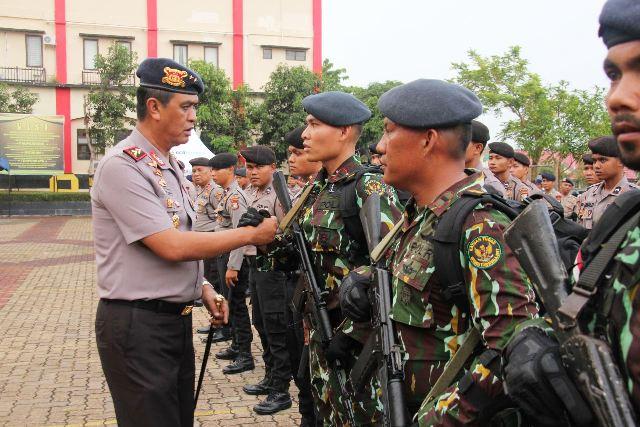 Kapolda Riau saat melepas 100 Brimob di Polda Riau (foto: Ilham/Sindo)