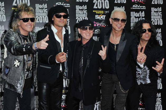 https: img.okezone.com content 2017 09 15 205 1776439 suka-lagu-rock-balada-siap-siap-scorpions-akan-rilis-album-kompilasi-terbaik-Xc8fz8TBbk.jpg
