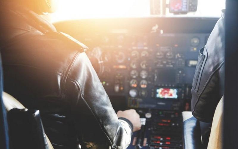 https: img.okezone.com content 2017 09 15 406 1776429 5-tombol-yang-sebenarnya-dihindari-pilot-saat-kendalikan-pesawat-terbang-5yfjJxygDt.jpg