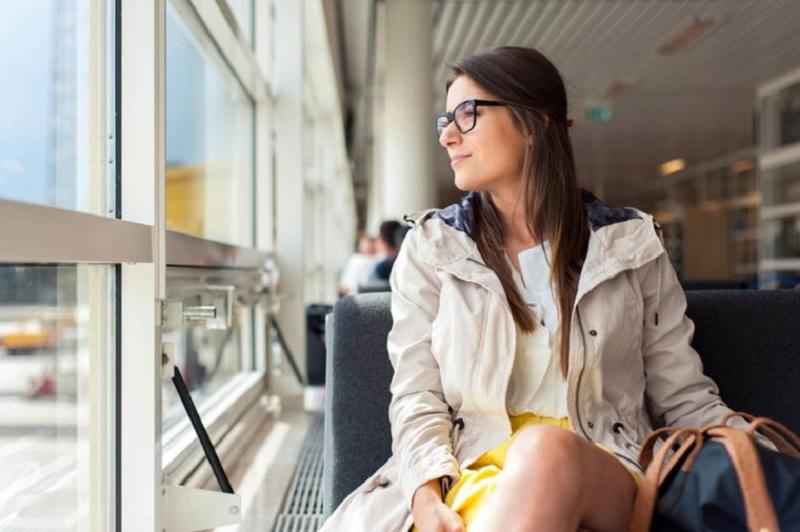 https: img.okezone.com content 2017 09 15 406 1776430 mempersingkat-waktupemuatan-bagasi-bandara-changi-singapura-segera-terapkan-penggunaan-kacamata-ar-lU3PvOok0t.jpg