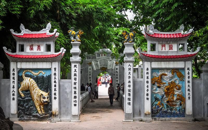 https: img.okezone.com content 2017 09 15 406 1776600 jade-mountain-temple-pagoda-saksi-sejarah-kemerdekaan-vietnam-di-tengah-danau-hoan-kiem-bwJ2761OfC.jpg