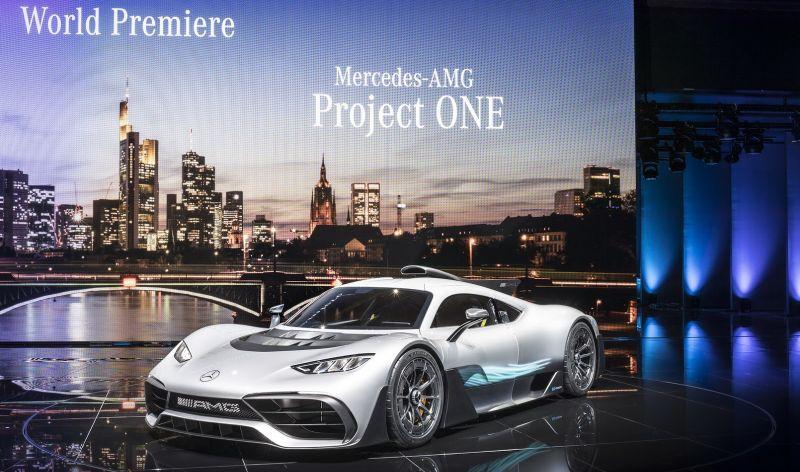 https: img.okezone.com content 2017 09 16 15 1777456 lewis-hamilton-mercedes-amg-bisa-membangun-mobil-yang-lebih-baik-dari-ferrari-bOQpfDJRzw.jpg