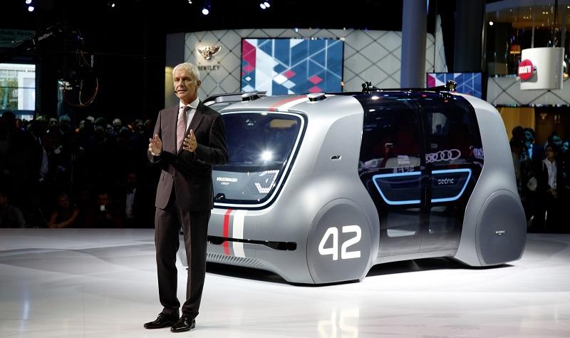 https: img.okezone.com content 2017 09 17 15 1777626 10-mobil-futuristik-di-frankfurt-ada-yang-bisa-nyetir-sendiri-2-JYXLttR1bY.jpg