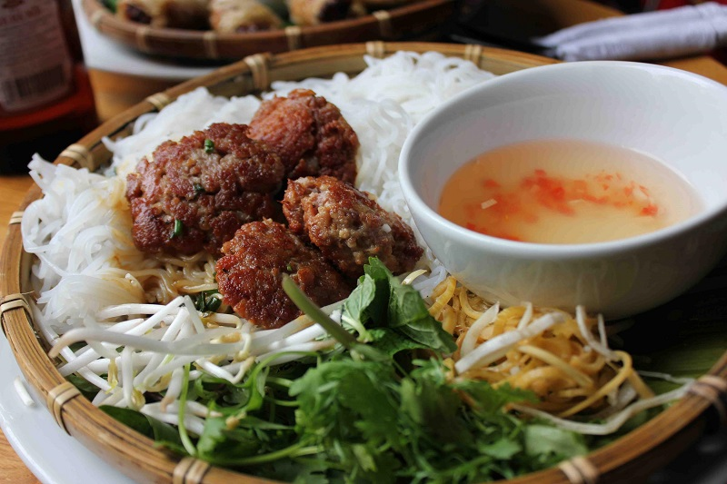 https: img.okezone.com content 2017 09 18 298 1778072 walk-wok-bun-cha-makanan-khas-vietnam-yang-jadi-favorit-obama-XyGW0uPyYb.jpg