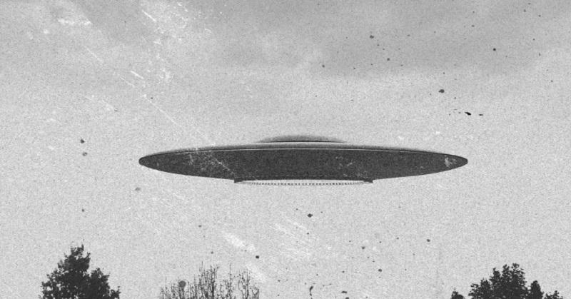 https: img.okezone.com content 2017 09 18 56 1778358 heboh-ufo-yang-menyala-mirip-petir-tertangkap-kamera-66EhRXinsN.jpg