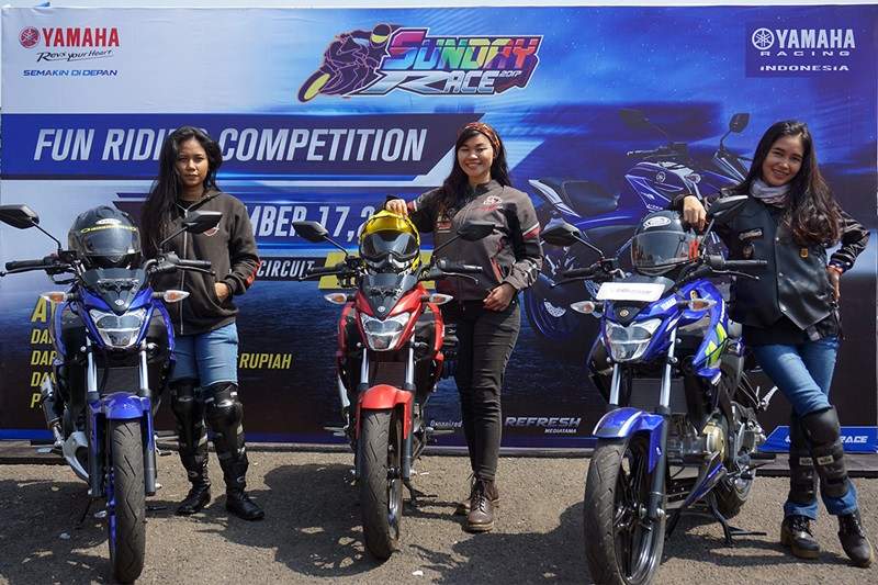 https: img.okezone.com content 2017 09 19 542 1778693 keren-trio-lady-bikers-geber-vixion-ramaikan-victory-lap-yamaha-sunday-race-1DvInuGP9L.jpg