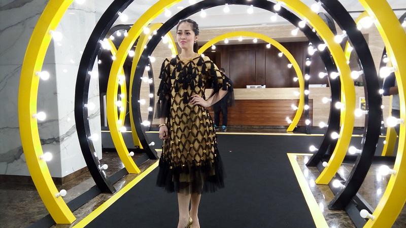 https: img.okezone.com content 2017 09 20 194 1779987 ita-2017-dress-cantik-gracia-indri-bernuansa-black-gold-saat-jadi-host-black-carpet-indonesian-television-awards-2017-s8yoGZHaZ7.jpg