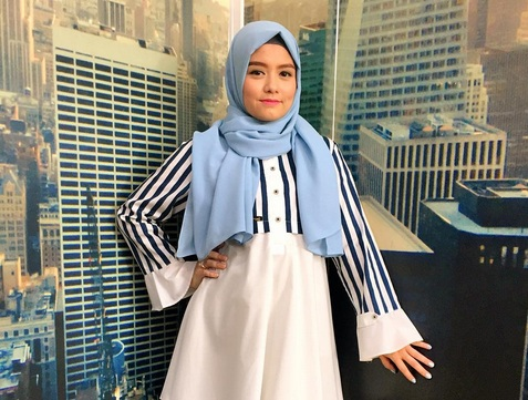 https: img.okezone.com content 2017 09 20 33 1779510 mantap-kenakan-hijab-tika-ramlan-semoga-saya-bisa-istiqomah-u9lnz5uQ07.jpg
