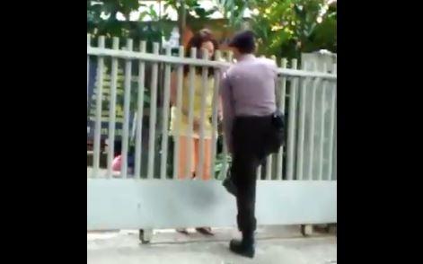 https: img.okezone.com content 2017 09 20 337 1780011 wah-beredar-video-polisi-digeledah-wanita-misterius-saat-hendak-masuki-kantor-ylbhi-3qyyeJweHz.JPG