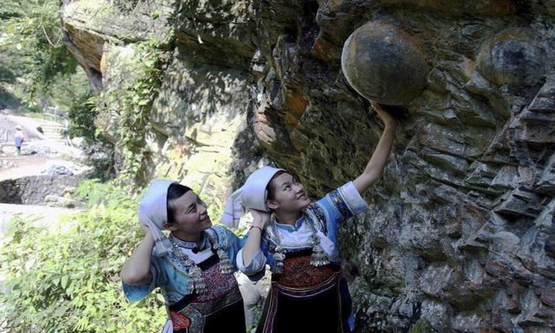 https: img.okezone.com content 2017 09 20 406 1779425 menakjubkan-tebing-di-gunung-gandeng-mengeluarkan-puluhan-telur-nih-foto-fotonya-ePnig5WJ0o.jpg