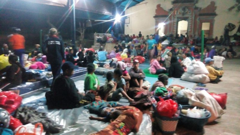 Image result for pengungsi gunung agung