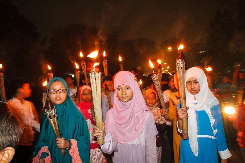 https: img.okezone.com content 2017 09 21 406 1780290 tahun-baru-islam-pawai-obor-malam-tahun-baru-islam-jadi-warisan-leluhur-yang-punya-filosofi-mendalam-ZHre9c6jnO.jpg