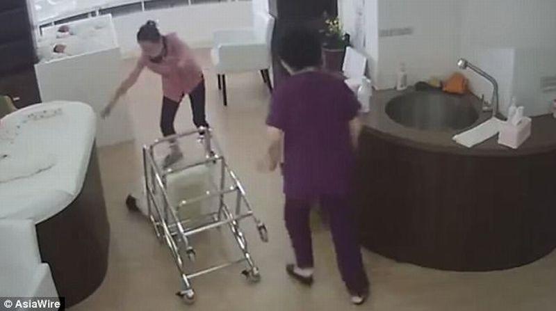 Seorang perawat di China tak sengaja jatuhkan bayi yang baru lahir. (Foto: Asia Wire)