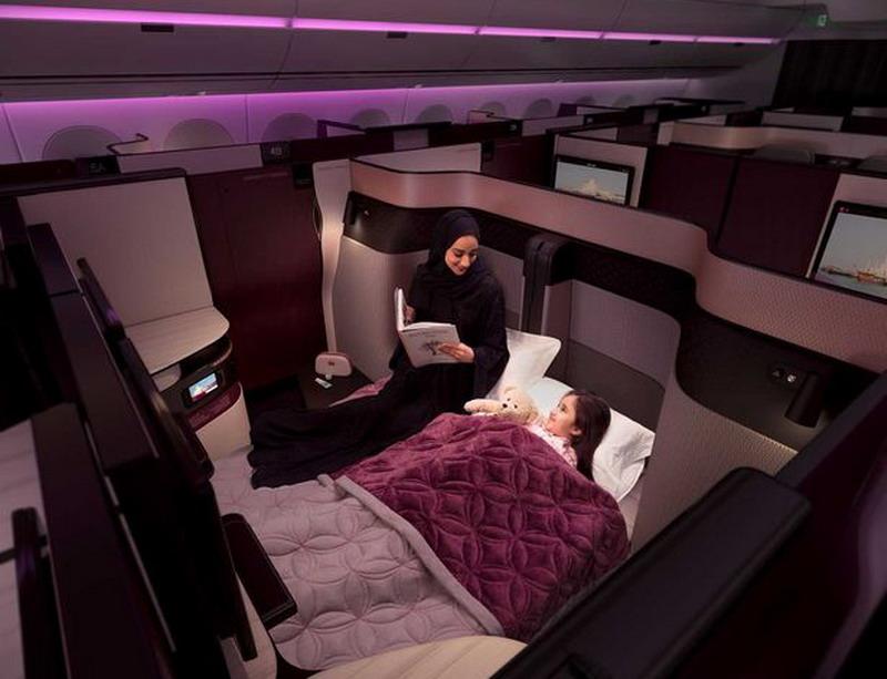 https: img.okezone.com content 2017 09 22 406 1780815 fasilitas-super-mewah-di-kabin-pesawat-ada-tempat-tidur-dan-penumpang-seperti-terbang-dalam-rumah-k7xiOLb01v.jpg