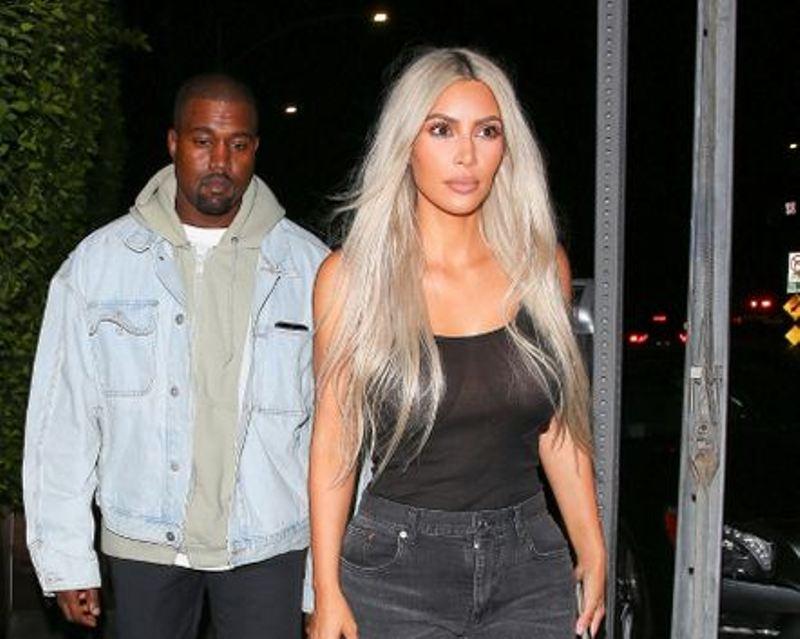 https: img.okezone.com content 2017 09 26 298 1783596 cheating-day-kim-kardashian-santap-pasta-favoritnya-bersama-suami-tercinta-AaLG970dZ5.jpg