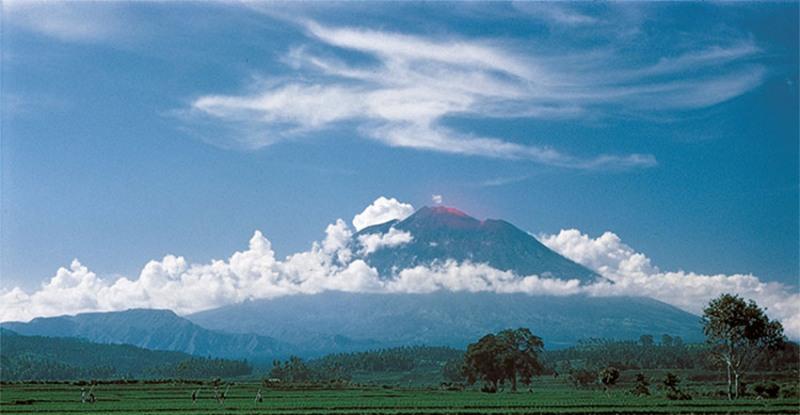 https: img.okezone.com content 2017 09 26 406 1783394 selain-status-awas-gunung-agung-di-bali-aktifitas-3-gunung-ini-juga-perlu-diketahui-pendaki-OVu0HdUBDc.jpg