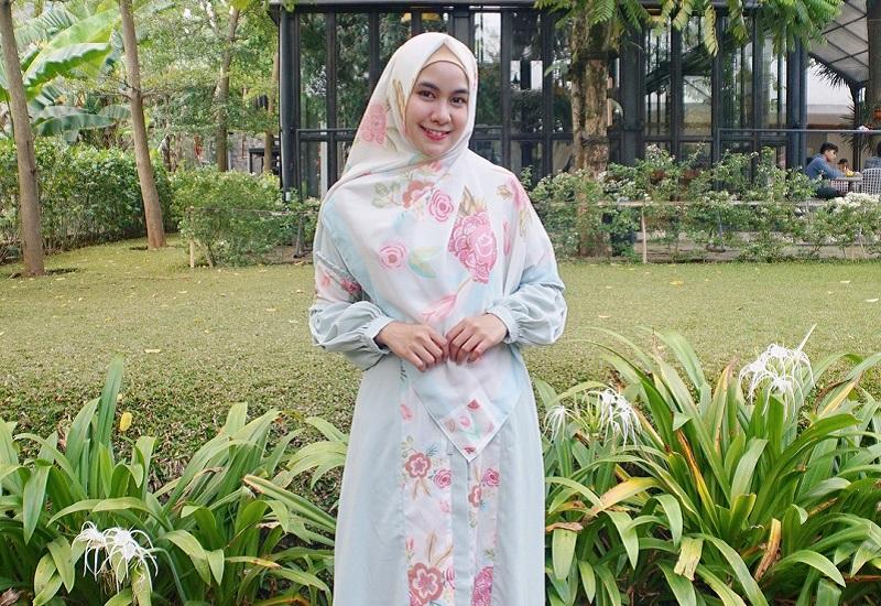 Kerudung Simpel dan Adem Jadi Hijab Andalan Anisa Rahma