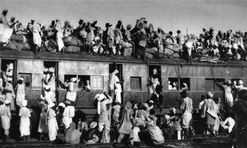 Kereta penuh penumpang di Pakistan. (Foto: The Express Tribune)