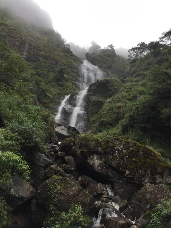 https: img.okezone.com content 2017 09 28 406 1784861 backpacker-diary-air-terjun-silver-waterfall-menikmati-cantiknya-keindahan-alam-sapa-vietnam-stI7C1tjpZ.jpg