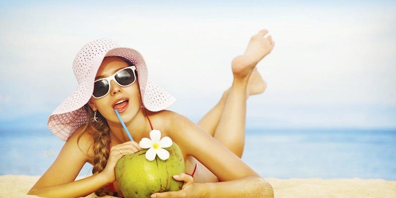 https: img.okezone.com content 2017 09 29 194 1785774 manfaat-air-kelapa-untuk-kecantikan-mengurangi-tanda-penuaan-hingga-membuat-rambut-lebih-berkilau-pbZUxxkfsu.jpg