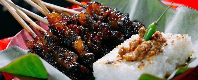 https: img.okezone.com content 2017 09 29 298 1785660 okezone-week-end-kisah-lezatnya-sate-maranggi-kuliner-legendaris-khas-purwakarta-xzUXpEG6T3.jpg