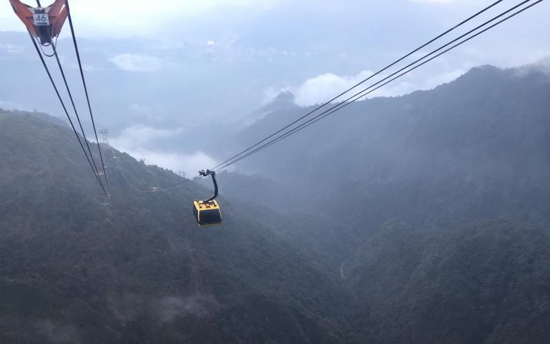 https: img.okezone.com content 2017 09 29 406 1785435 merasakan-ketinggian-gunung-fansipan-dengan-naik-cable-car-di-himalaya-sTCBS1mrNs.jpg