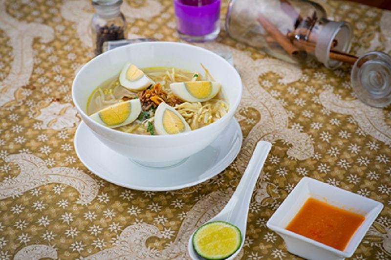 https: img.okezone.com content 2017 10 02 298 1786989 soto-ayam-sup-khas-indonesia-yang-mulai-populer-di-hanoi-vietnam-aGIyFV0uVG.png
