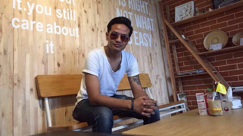 https: img.okezone.com content 2017 10 04 205 1788266 setelah-indonesian-idol-teddy-siap-eksis-terjun-ke-industri-musik-tanah-air-vgH49sYlRl.JPG