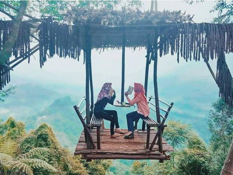https: img.okezone.com content 2017 10 05 406 1789634 uncover-indonesia-puncak-mustika-manik-wisata-seru-di-bogor-yang-tengah-populer-yK9MqjEVgZ.jpg