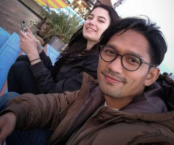 https: img.okezone.com content 2017 10 06 33 1790150 proses-perceraian-masih-berlangsung-inikah-sosok-kekasih-baru-ibnu-jamil-JPYX9ZAwRY.JPG